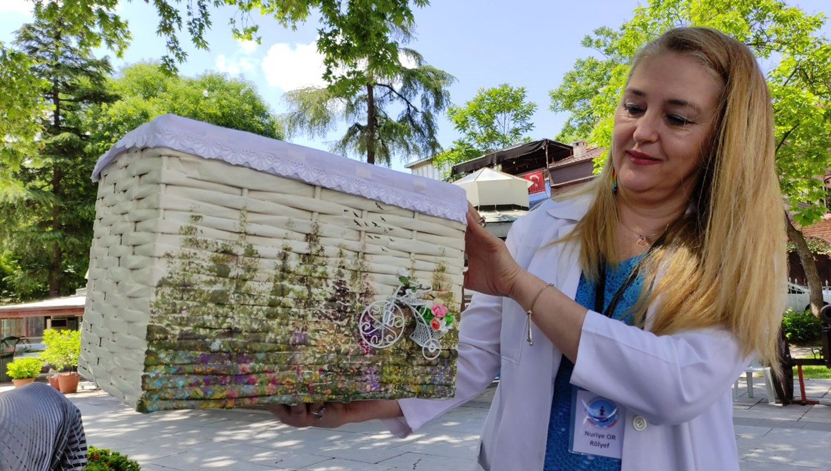 Bursa'da geri dönüşüm: Gazeteden sepet örüyorlar
