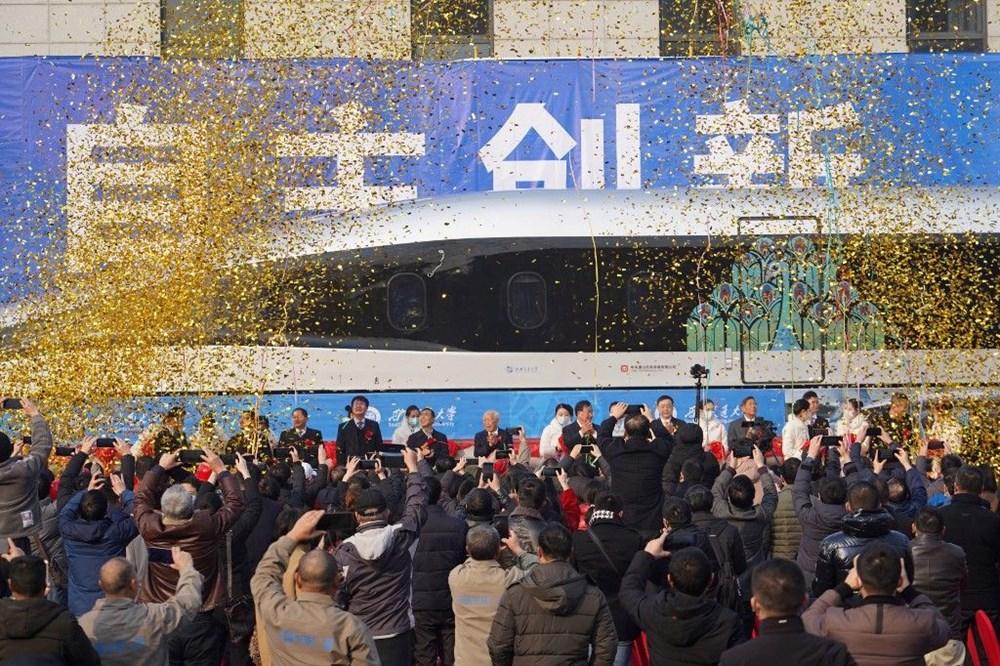 Çin raylara değmeden 600 km hızla giden trenini tanıttı - 3