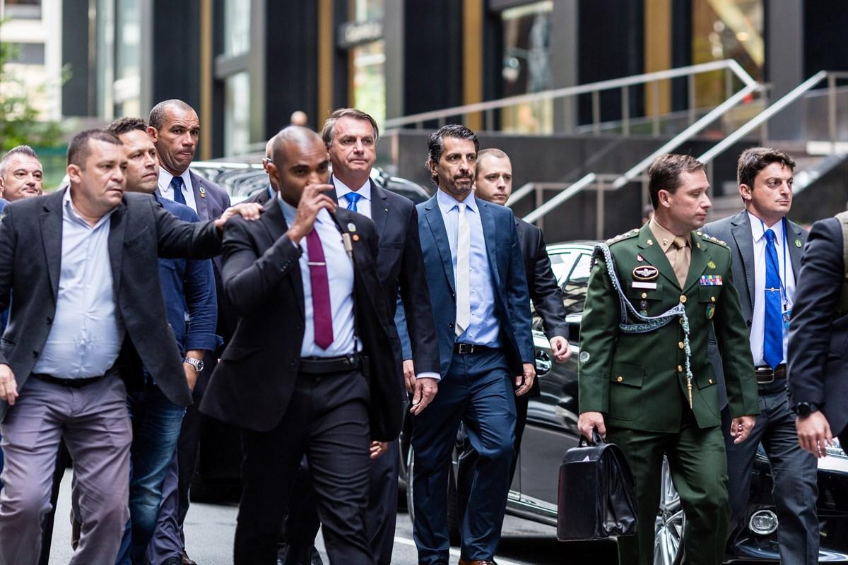 Jair Bolsonaro ile heyeti New York sokaklarında