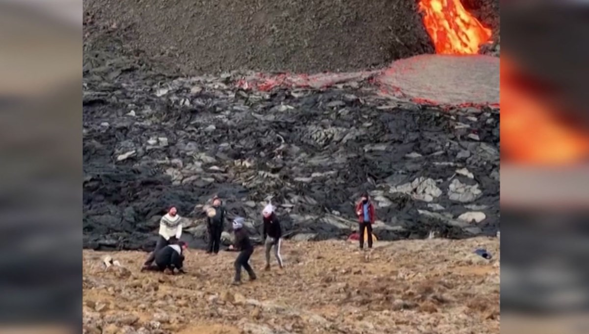 They played volleyball alongside the flowing lava (tourists flock to Fagradals Volcano)