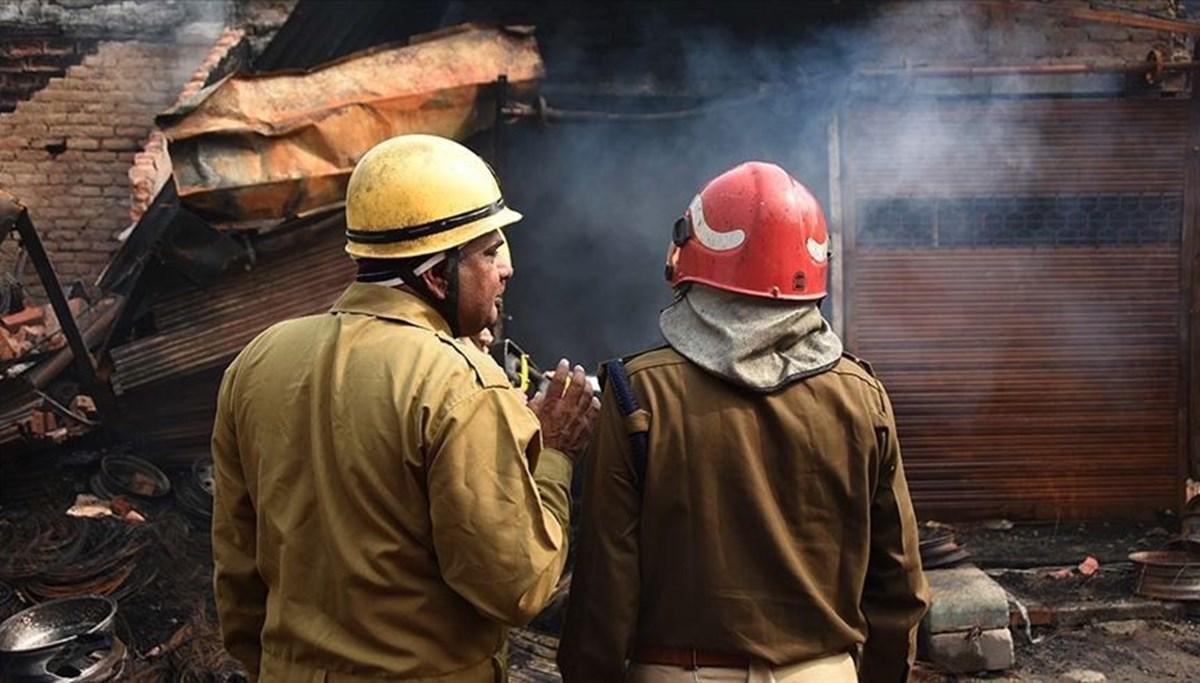 Hindistan'da Covid-19 hastalarının tedavi gördüğü otelde yangın: 11 ölü
