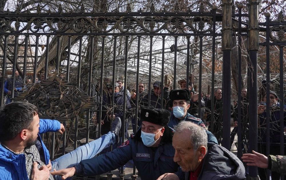 Ermenistan'da darbe girişimi: Paşinyan destekçileri ve karşıtları meydanlara çıktı - 7