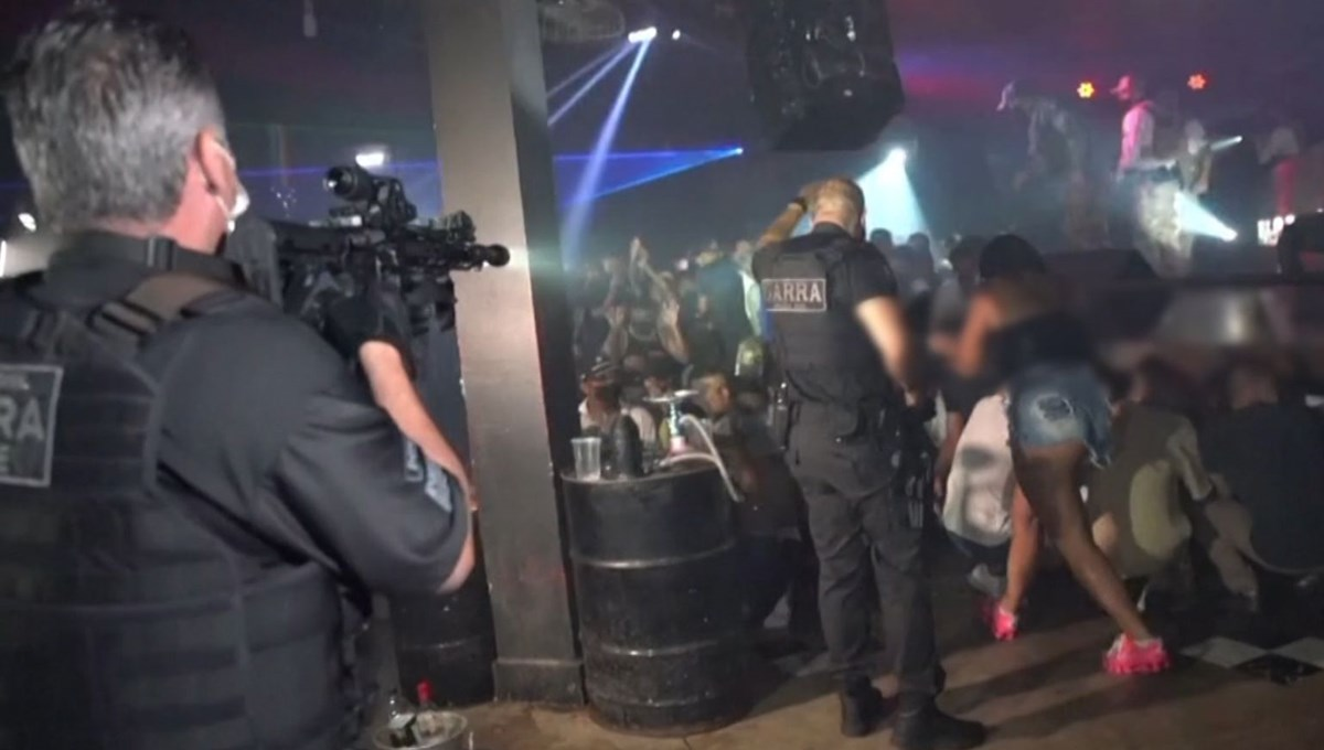 Police raid on secret party in Brazil (2 thousand people die from virus a day)