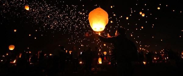 Yüzlerce balon gökyüzünde (Dilek Balonu Festivali)