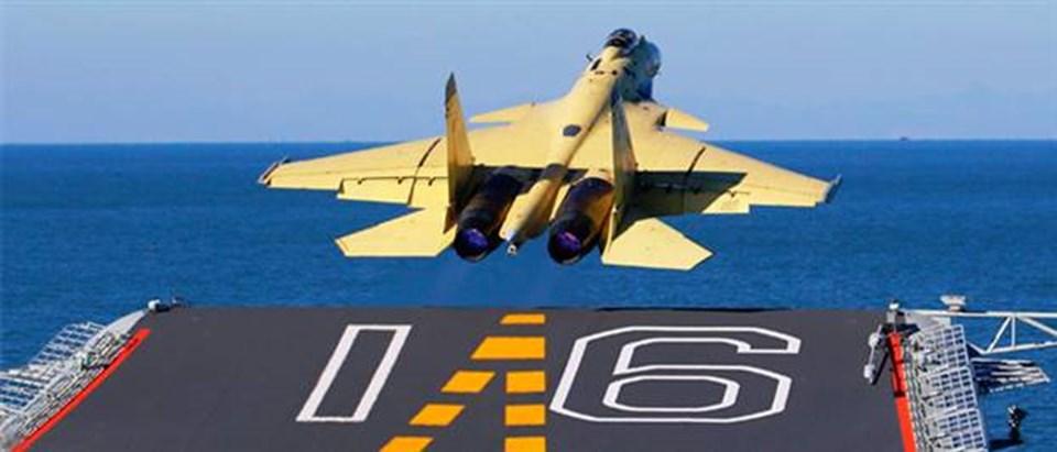 Çin, Kasım ayında ilk uçak gemisi Liaoning'deJ-15 ile test uçuşu gerçekleştirmişti.
