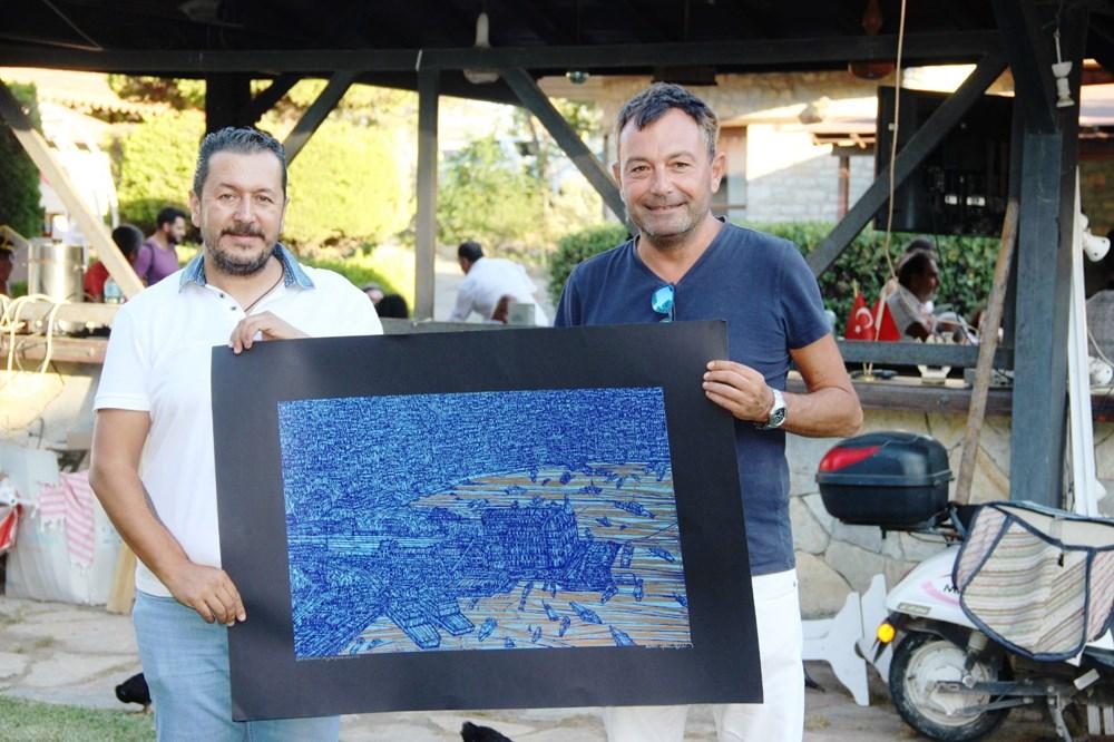 Şarkıcı Bora Gencer Devrim Erbil'in tablosunu aldı - 2
