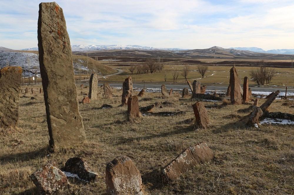 4 asırlık mezarlıktaki dev mezar taşları dikkat çekiyor - 4