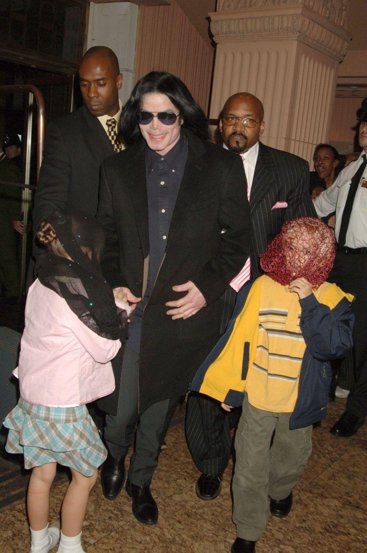 Michael Jackson'ın Neverland heykelleri 2,5 milyon dolara satışta - 5