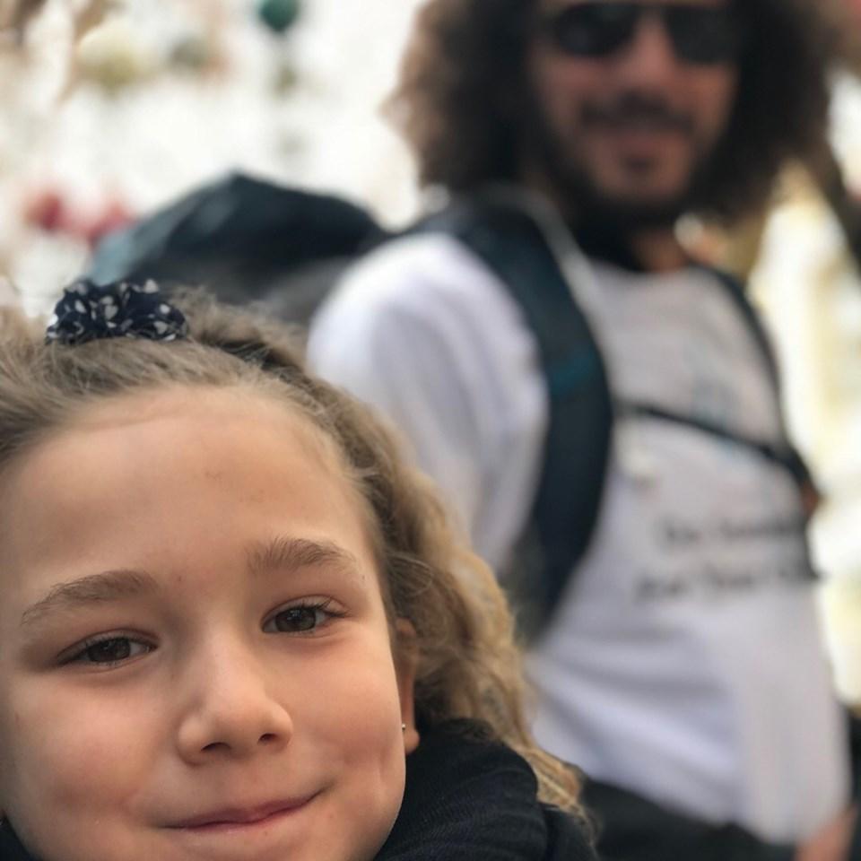 Mae ve babası Serkan Raşa