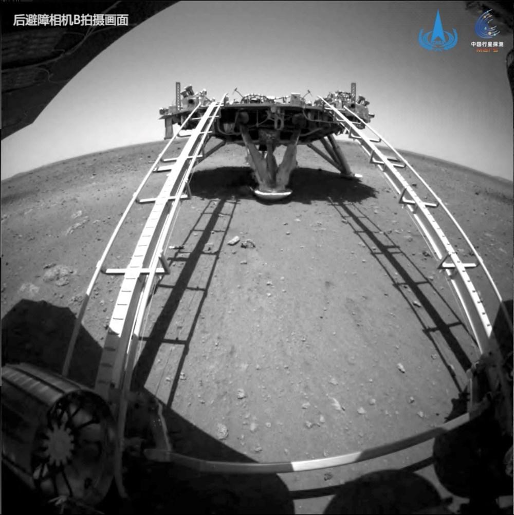 Çin'in uzay aracı Zhurong, Mars'ta ilk sürüşünü gerçekleştirdi - 5