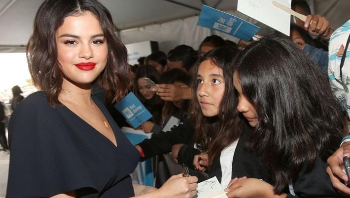 Selena Gomez'den böbrek nakli olduğu hastaneye bağış