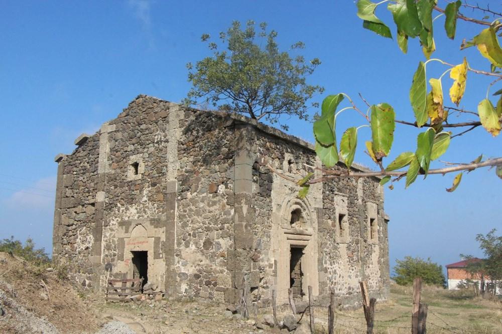 Defineciler tarihi kiliseyi talan etti - 2