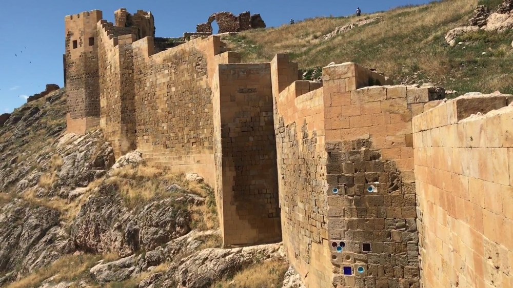 Bayburt Kalesi'nde tarihi kalıntı ve eserlere ulaşıldı - 3