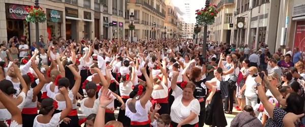 4 bin 920 kişi aynı anda flamenko yaptı (İspanya'da dünya rekoru)
