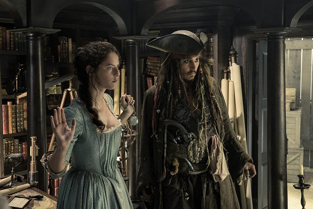 Johnny Depp tahtını Margot Robbie'ye kaptırabilir (Karayip Korsanları hakkında her şey) - 26