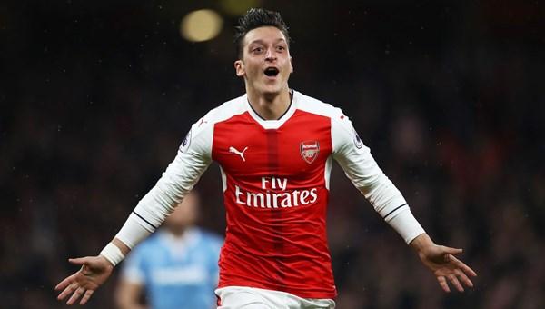 Çin televizyonu, Mesut Özil'in Uygur tepkisi sonrası Arsenal'in maçını yayından kaldırdı