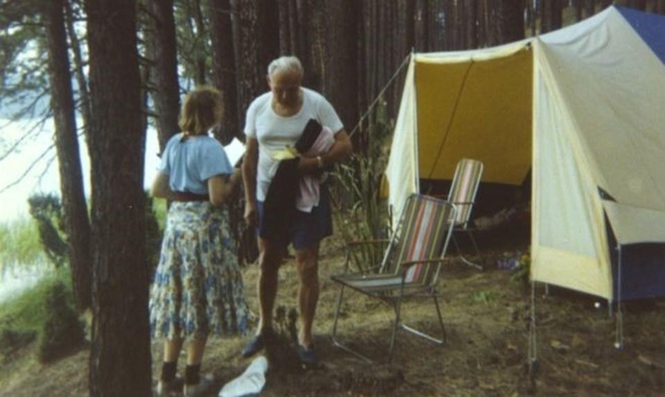 Papa 2. John Paul ile Amerikan felsefeci Anne-Teresa Tymieniecka 1978'de bir kamp alanında birlikte görülüyor.