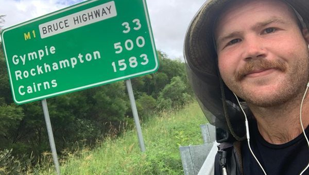 Australian traveler covered 2,500 kilometers in 9 weeks with his skateboard