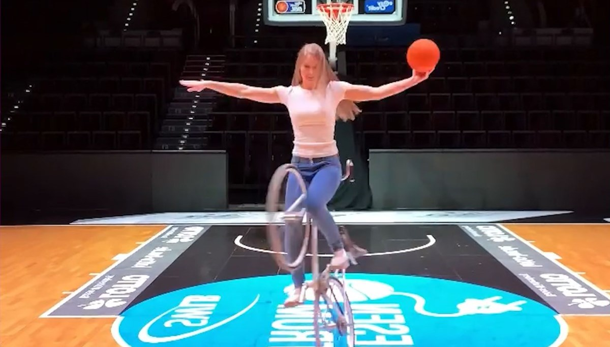 Is it possible to do ballet and gymnastics on a bicycle?