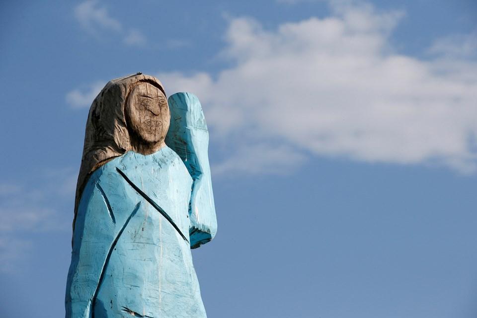 Melania Trump'ın First Lady olduktan sonra dikilen heykeli, eski modele benzemediği için eleştirilmişti.