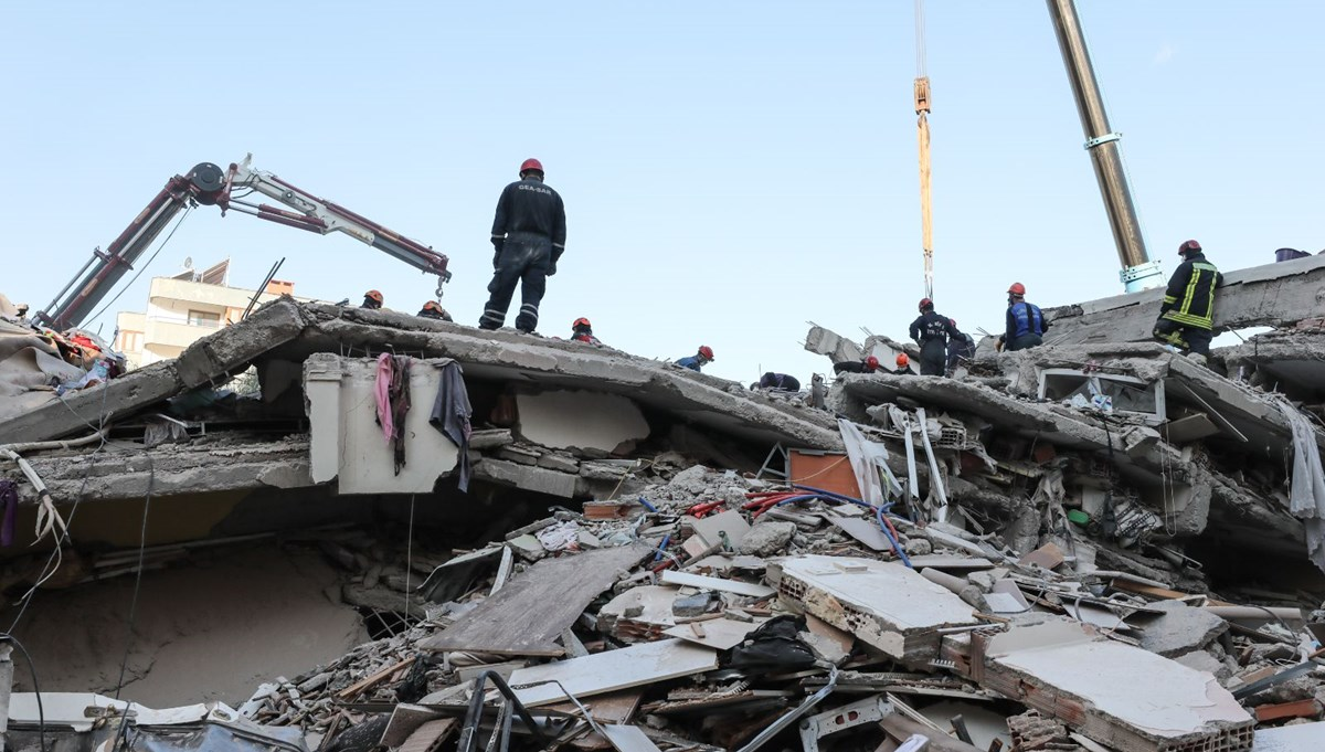 SON DAKİKA HABERİ:İzmir'deki depremde yıkılan binaların müteahhit ve fenni mesullerine gözaltı