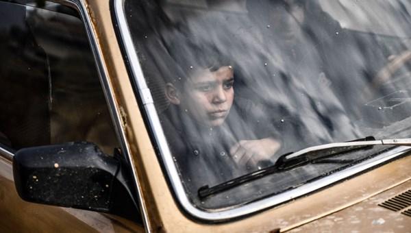 Suriyeli aileler saldırılar nedeniyle göç ediyor