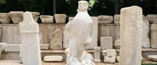 Kınık Höyük'te Zeus ile ilgili kartal heykelleri bulundu