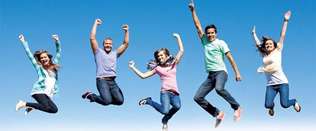 Yaşam memnuniyeti araştırmasına göre, 2015'te kendini mutlu gören gençlerin oranı yüzde 63,8 iken bu oran 2016'da yüzde 65,1'e yükseldi. Yüzde 70.2 ile kadınlar erkeklere göre daha mutlu. Erkeklerdeki mutluluk oranı ise, yüde 60.