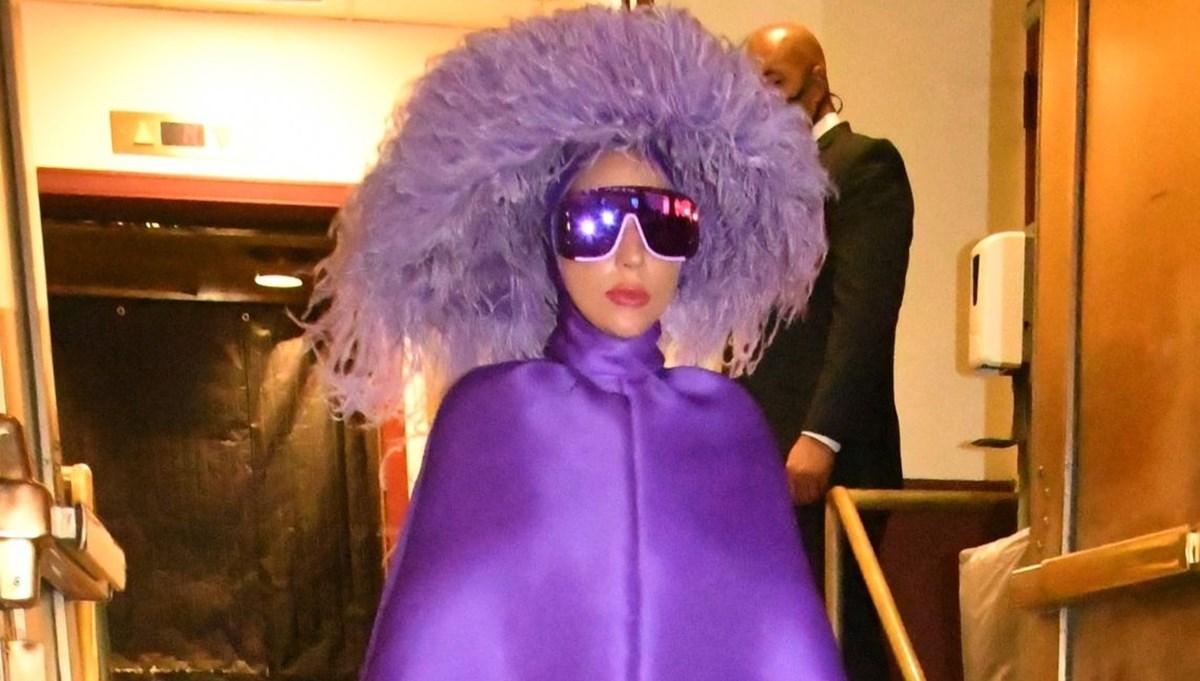 Lady Gaga morlar içinde