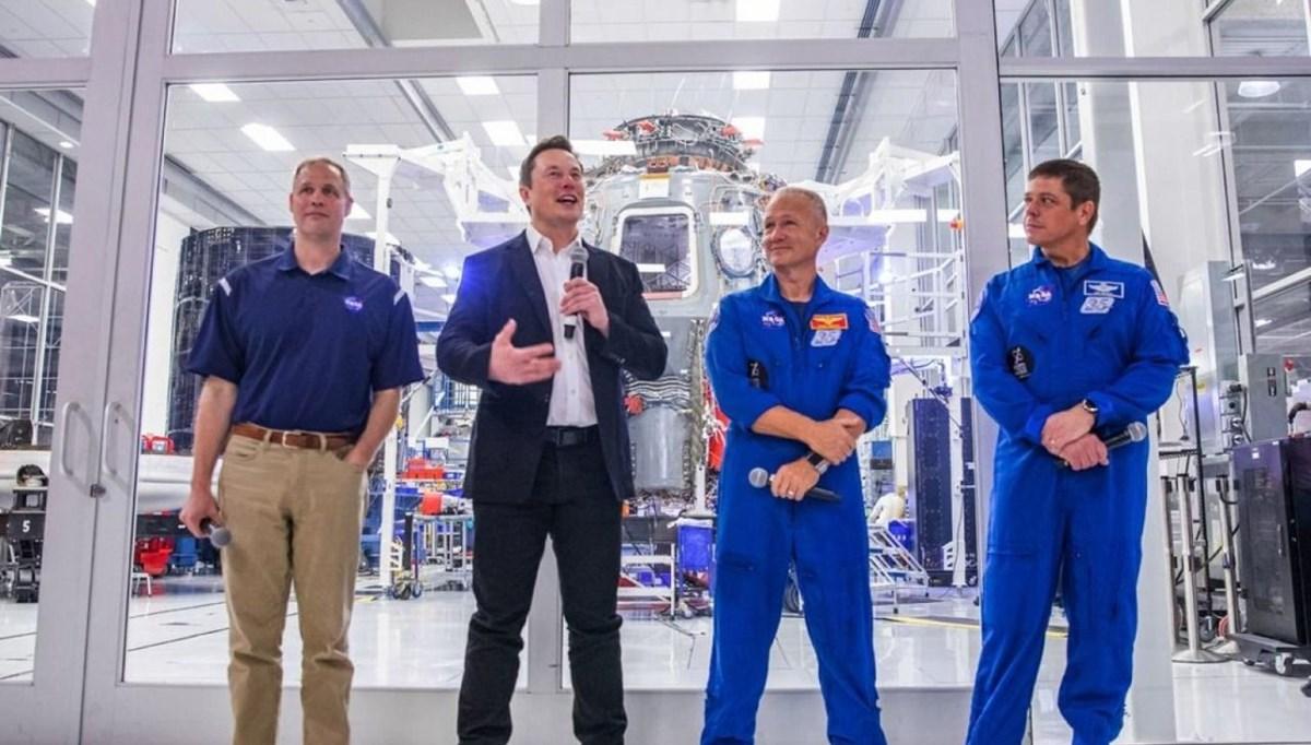 NASA, Ay'a gidecek insanlı kapsülün inşası için Elon Musk'ı seçti