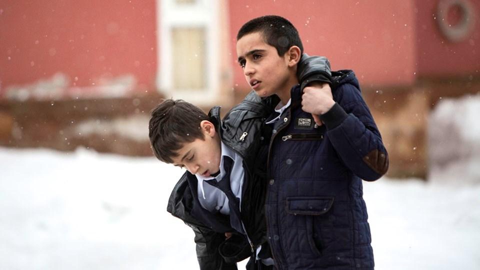 Ferit Karahan'ın yönettiği Okul Tıraşı yarışma filmleri arasında.