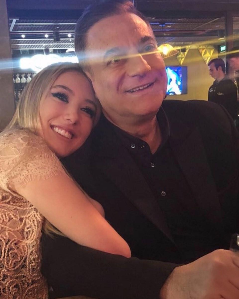 Yasmin Erbil babasıyla fotoğrafını 'Bırakmam' notuyla paylaştı