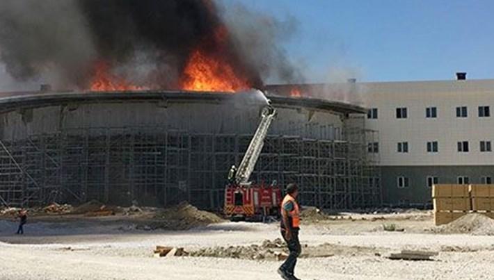 Kara Havacılık Okulu'nda inşaatı süren binada yangın
