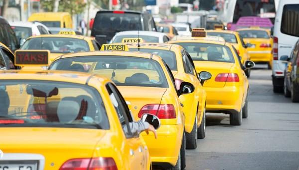 Taksiciler yol kesip evrak kontrolü yaptı