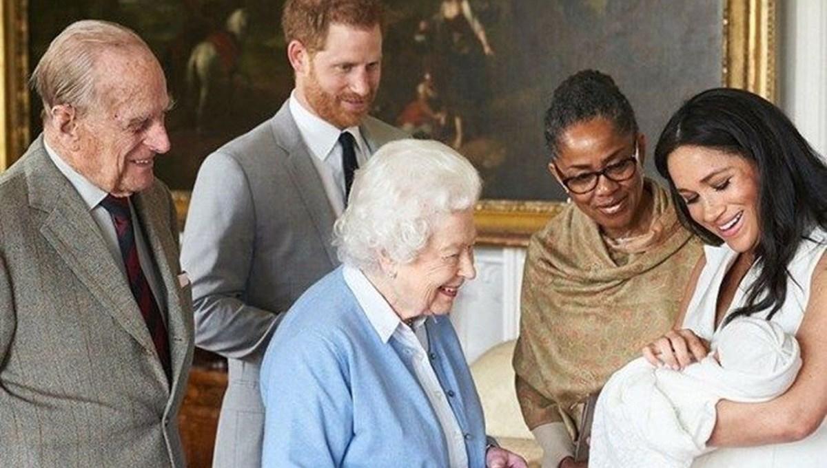 İngiliz Kraliyet ailesinin 1960'ların sonlarına kadar sarayda ırk ayrımcılığı yaptığı iddia edildi