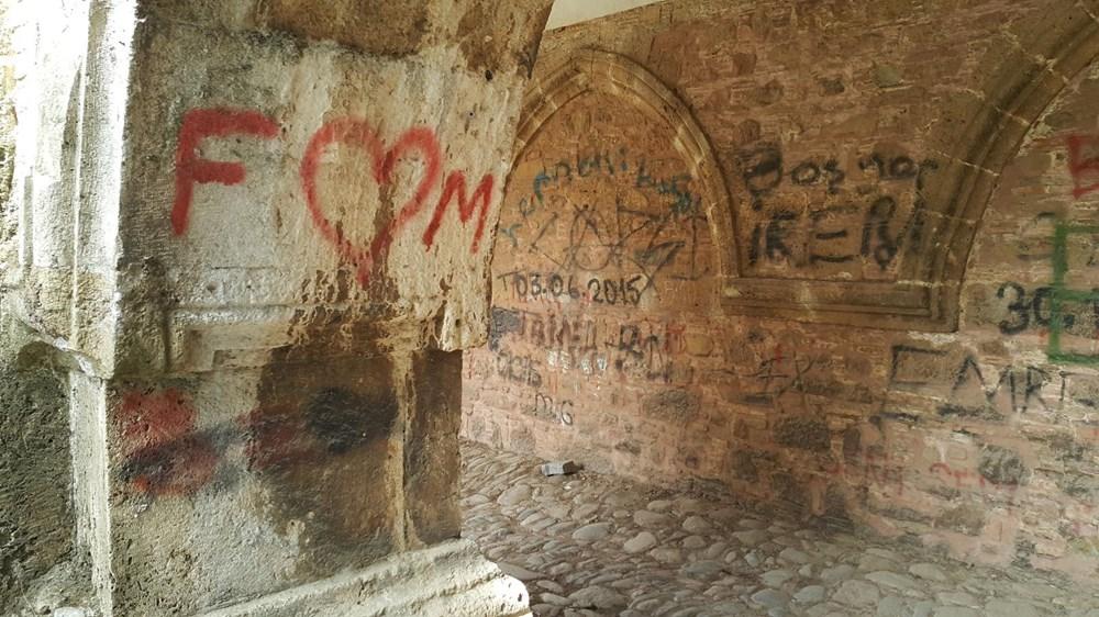 Tarihi Cihanoğlu Külliyesi'nin duvarlarına yazı yazılmasına tepki - 6