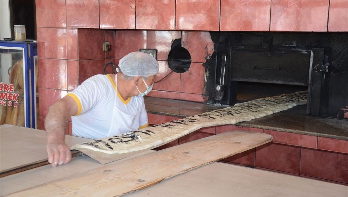 Manisa'da 4 metre uzunluğunda pide üretildi
