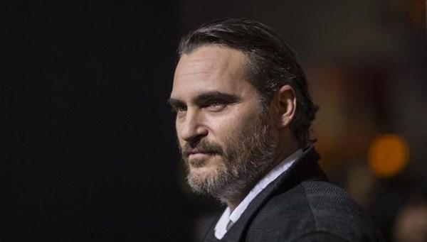 Dudak-damak yarığında ünlü oyuncu Joaquin Phoenix örneği