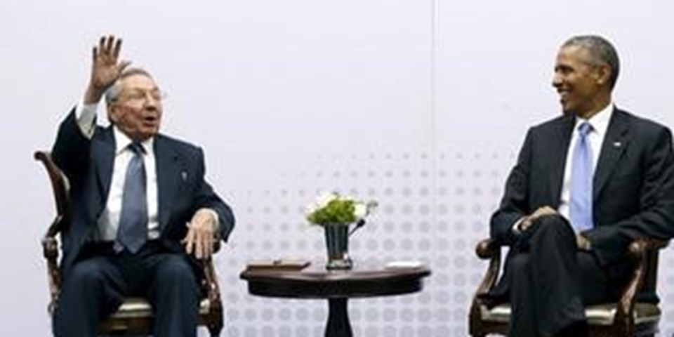 Castro ve Obama, bu yıl Panama'da düzenlenen Amerika Devletleri Zirvesi'nde