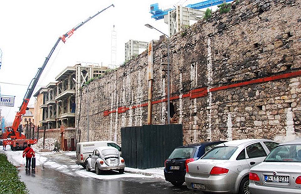 Four Seasons Otel'in ek binalarının, tarihi Bizans sarayı'nın üzerine doğru genişletilmesi planlanıyordu.