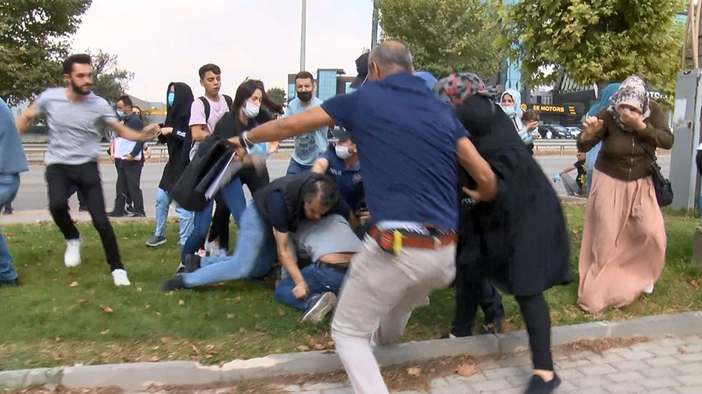 Selama pengintaian, mereka menyerang pengemudi wanita, polisi turun tangan dengan gas air mata - 10