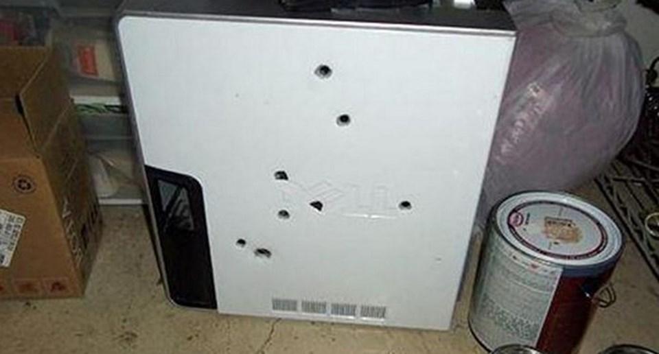Kızgın kullanıcının bilgisayarına 8 defa ateş ettiği açıklandı.