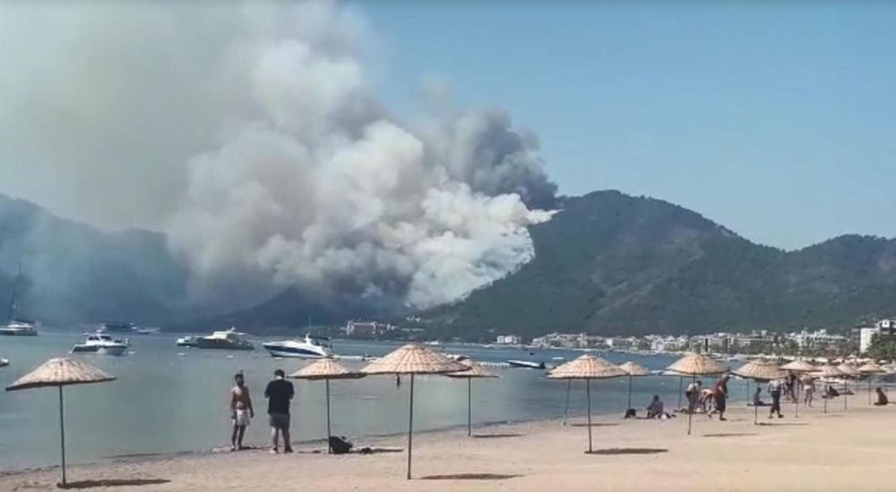 Forest fire in Marmaris: Those on the beach watched with fear - 4