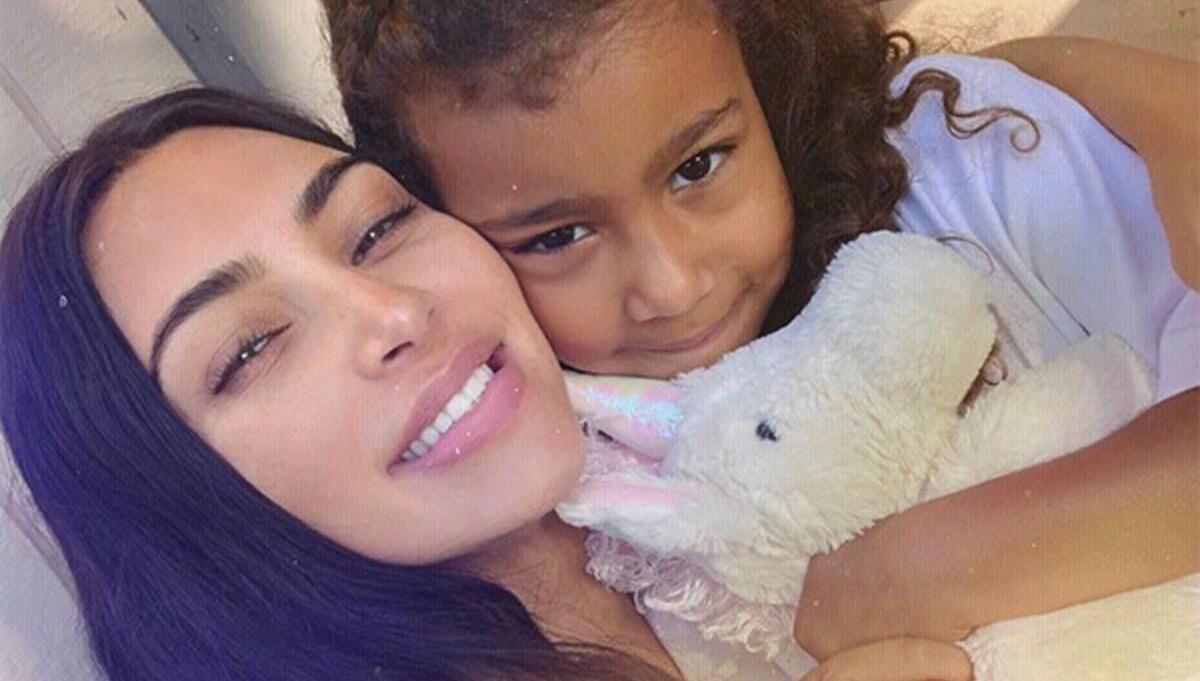 North West'ten Kim Kardashian'a: Anne videolarında neden farklı konuşuyorsun?