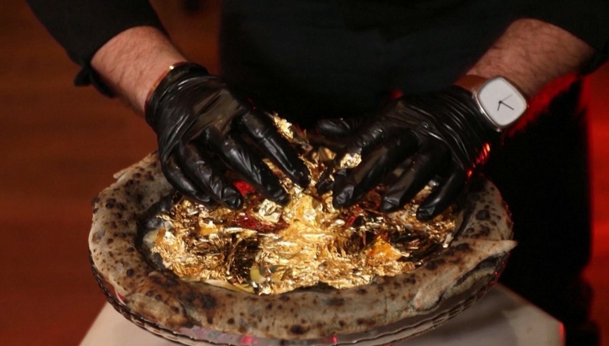 Pizza decorated with golden leaves: Sold for 2 thousand 760 liras