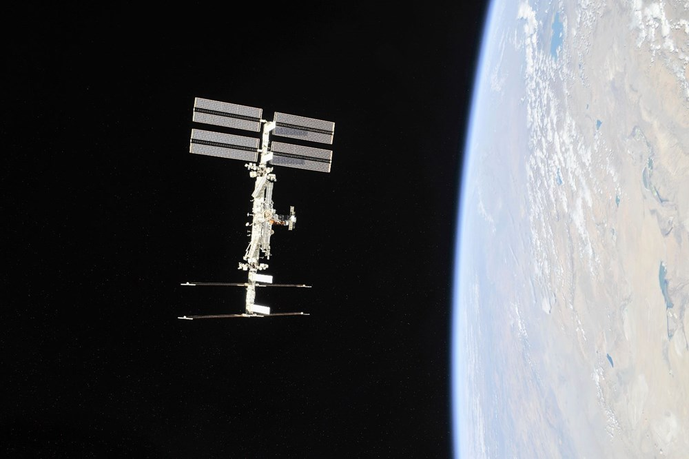 Russian cosmonauts discover new cracks on International Space Station - 3