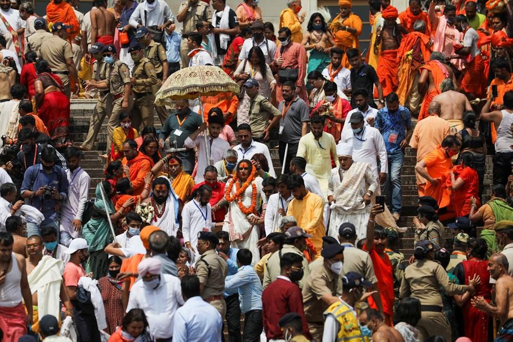Hacılar Ganj Nehri'nde yıkandı: Hindistan'da günlük vaka sayısı rekor kırdı - 17