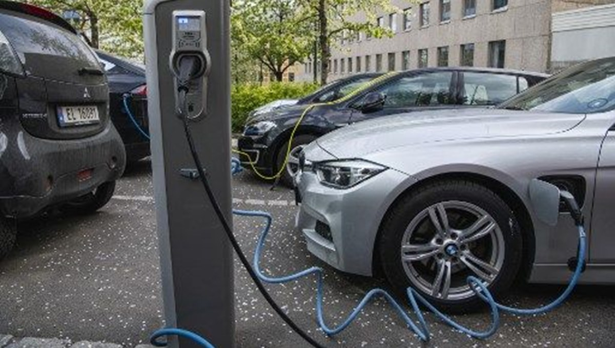 Norveç'te 2020'de satılan 2 arabadan 1'i elektrikli