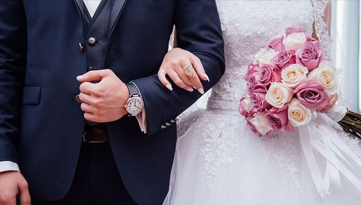 ABD'deki bir düğünde 147 kişi corona virüse yakalandı