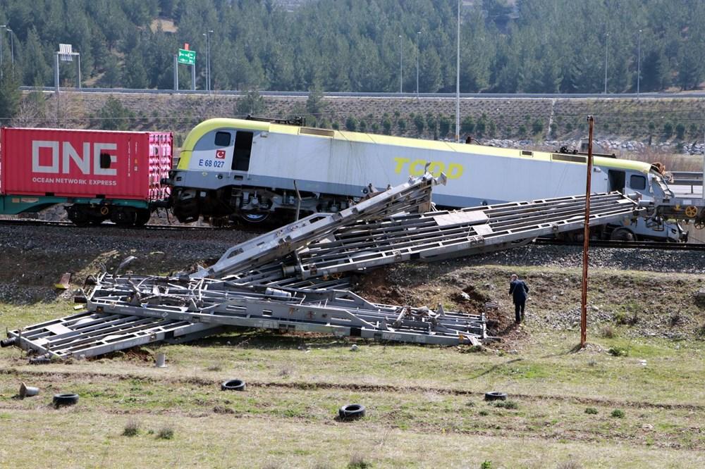 Adana'da enkaz kaldırıldı, tren seferleri yeniden başladı - 4